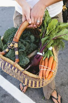 Trip to the local Farmers Market for Fresh Veggies. Fresh Fruits And Vegetables, Fruit And Veg, Market Baskets, Vegetarian, Healthy, Thoughts, San Francisco, Harvest, Vegetables Garden