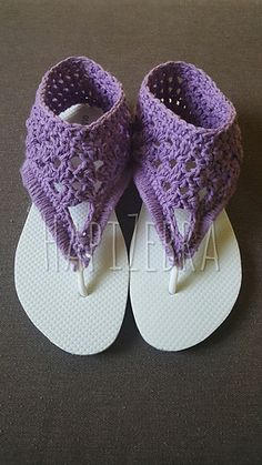 Ravelry: Short Gladiator Flippies pattern by Simone Gattis Crochet Gifts, Cute Crochet, Crochet Yarn, Crochet Stitches, Crochet Sandals, Crochet Slippers, Crochet Flip Flops, Decorating Flip Flops, Crochet Shoes Pattern