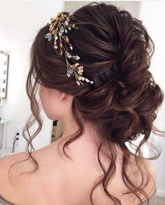 This Breathtaking Loose Updo hairstyle You Can Wear Anywhere - This stunning updos wedding hairstyle for medium length hair is perfect for wedding day, Prom Hair Updo, Curly Wedding Hair, Hairdo Wedding, Long Hair Wedding Styles, Wedding Hair And Makeup, Long Hair Styles, Bridal Makeup, Bridal Hair Buns, Bridal Updo