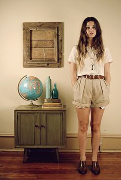 High waisted khaki shorts + white t-shirt + brown belt //classic color combination, springtime outfit