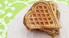 MER NÆRINGSRIKT: Ifølge ernæringsfysiolog Camilla Andersen er grove vafler, laget på grovt mel, egg og melk, mer næringsrikt enn grove brødskiver.