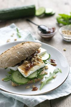 Lunch Snacks, Easy Snacks, Easy Healthy Recipes, Easy Meals, Brie Sandwich, A Food, Good Food, Food And Drink, Yummy Food