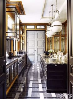 The Most Breathtaking French Kitchens We Want To Cook In Via @MyDomaine  Schlafzimmer, Badezimmer