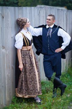 Regional costumes from Cieszyn, Poland. Polish Clothing, Folk Clothing, Historical Clothing, Folk Costume, Costumes, German Costume, Ukraine, Polish Folk Art, Folk Embroidery