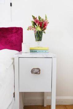 IKEA Night Stand Revamp: Roll out the marble contact paper and pick out a glam piece of hardware to give this simple nightstand a girly makeover. (via Made by Monique) - pinnershippi Papel Contact, Contact Paper, Nordli Ikea, Ikea Nightstand, Marble Nightstand, Dresser, Marble Top Side Table, Decoration, Diy Furniture