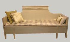 Sivustavedettävä puusohva, wooden sofa painted pearl gray