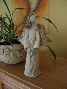 Andílek, čistý, něžný.... Šamotová hlína, výška cca 28 cm. Christmas Angel Decorations, Christmas Angels, Paper Clay, Clay Art, Clay Angel, Pottery Angels, Ceramic Angels, Angel Crafts, Fused Glass Art