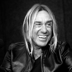 Best photo of iggy pop I've ever seen! Look at that smile. Iggy Pop, Power Metal, Iggy And The Stooges, Folk, Old School Music, New Wave, We Will Rock You, People Photography, Famous Faces