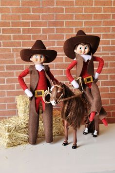"""Cowboy and Cowgirl Elf Outfit THE ELF ON THE SHELF~""""Howdy Partner amd Yeeeeehaaaaaw! It's a Cowboy kind of Christmas all the way from the North Pole Wild West! Saddle up for a Rootin' Tootin' Merry Christmas Y'all! Cowboy Christmas, Christmas Elf, Country Christmas, Elf Kostüm, Elf Auf Dem Regal, Awesome Elf On The Shelf Ideas, Elf Clothes, Elf Shirt, Elf Movie"""