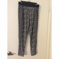 Topshop floral jogger pants size US 8 New with tags. Jogger style, thinner cotton material. Topshop Pants Track Pants & Joggers
