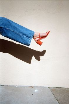 Denim style inspiration and seasonal looks Talons Oranges, Easy Style, Inspiration Mode, New Shoes, Women's Shoes, Shoe Brands, Me Too Shoes, Cool Girl, What To Wear