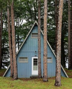 \ i just love tiny houses A Frame Cabin, A Frame House, Little Houses, Tiny Houses, Dream Houses, Tiny Cabins, Log Cabins, Picture Places, Apartment Goals