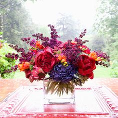The color combo of this bouquet makes my heart leap. so breath-taking.