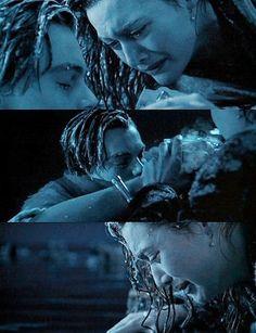 Titanic - Kate & Leo (one of the saddest scenes ever! Film Titanic, Titanic Ship, Rms Titanic, Titanic Jack Dies, Titanic Poster, Never Let Go Jack, Titanic Quotes, Leonardo Dicapro, Leo And Kate