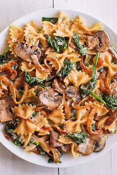 Farfalle Pasta with Spinach, Mushrooms, and Caramelized Onions Farfalle-Nudeln mit Spinat, Cha Vegetarian Recipes, Cooking Recipes, Healthy Recipes, Easy Vegitarian Dinner Recipes, Meatless Pasta Recipes, Spinach Pasta Recipes, Vegetarian Pasta Dishes, Sausage Pasta Recipes, Linguine Recipes