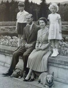 Her Majesty Queen Elizabeth II and her husband Prince Philip and their children, Prince Charles and Princess Anne. Elizabeth Philip, Princess Elizabeth, Queen Elizabeth Ii, Prinz Philip, Prinz Charles, Casa Real, Royal Life, Royal House, Queen Elizabeth