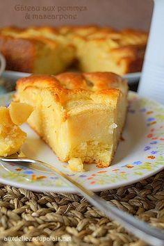 Easy mascarpone and apple cake Boxed Brownie Recipes, Box Cake Recipes, Best Brownie Recipe, Apple Cake Recipes, Dessert Recipes, Beste Brownies, Chocolate Fruit Cake, Fresh Fruit Cake, Fruit Dishes