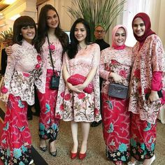 Ideas For Dress Pink Casual Bridesmaid Kebaya Lace, Kebaya Brokat, Batik Kebaya, Kebaya Dress, Batik Dress, Hijab Dress, Lace Dress, Casual Bridesmaid, Bridesmaid Dress Colors