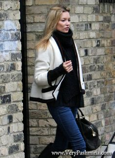 #KateMoss Leaves Home In Chunky Knit #BlackScarf
