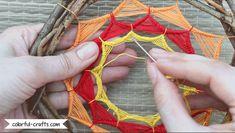 How to make a sun dreamcatcher - spiral series Making Dream Catchers, Dream Catcher Craft, Thread Crochet, Crochet Yarn, Dreamcatcher Design, Dream Catcher Tutorial, Dream Catcher Native American, Native American Crafts, Spiral Pattern