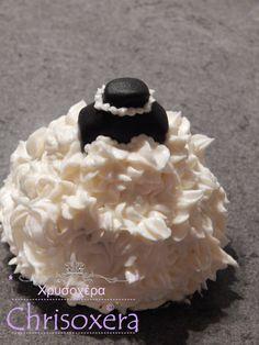 #Bridesdress #Cupcake #Madeira #cake #Vanilla #Buttercream