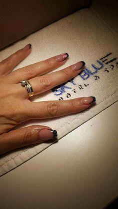 Astăzi vă propunem un nou model de manichiură cu gel!  Manichiura: Laura Rezervări: 0729106264. http://www.sky-center.ro/sky-beauty-salon/