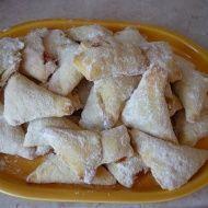 Tvarohové šátečky nám musela povinně nosit babička kdykoli přišla na návštěvu. Kupované z listového těsta. Ale proč si je nezkusit upéct :) Mexican Food Recipes, Sweet Recipes, Snack Recipes, Snacks, Ethnic Recipes, Czech Recipes, Russian Recipes, Recipe R, Mini Cheesecakes