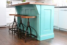 47 Ideas kitchen island bar stools house of turquoise Kitchen Doors, Wooden Kitchen, Diy Kitchen, Kitchen Ideas, Kitchen Design, Kitchen Tips, Kitchen Cabinets, Kitchen Island On Casters, Stools For Kitchen Island