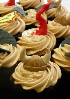 How To Train Your Dragon Cupcakes by Wild Orchid Baking Co., via Flickr