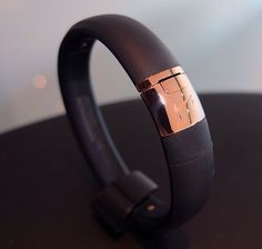 Rose gold nike fuel band please rory xmass Workout Attire, Workout Wear, Nike Fuel Band, Holiday Workout, Gold Everything, Fashion Accessories, Fashion Jewelry, Speaker Design, Things To Buy