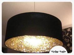 Coat the inside of a lampshade with glitter to create a cool reflective light effect.and 30 other ideas for DIY home decor hacks. Home Decor Hacks, Diy Home Decor, Decor Ideas, Wall Ideas, Craft Ideas, Luminaria Diy, Diy Luminaire, Diy Inspiration, Creation Deco