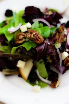 Pear & Gorgonzola Salad with Dijon Apple Cider Vinaigrette  I LOVE this salad !!!!