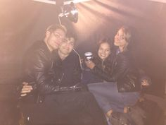 Dominic and Matthew with their girlfriends on set // (SARAH YA NO ES NOVIA DE DOMINIC)