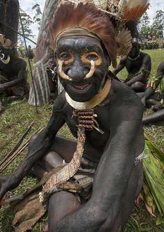 Chimbu Tribe Man During Mount Hagen Sing Sing Cultural Show , Mt Hagen, Western Highlands, Papua New Guinea, via Flickr.