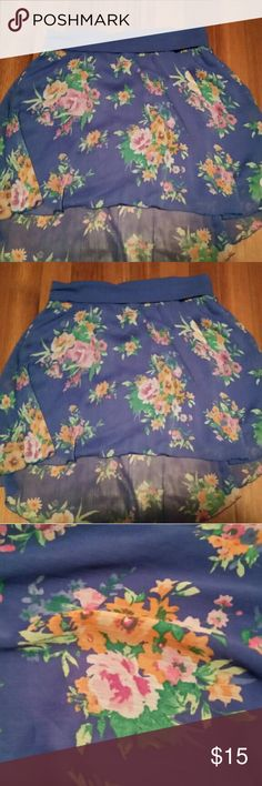 Floral patterned skirt This floral skirt is slightly longer in the back. Adorable  spring floral print!! 😎🌼 Aeropostale Skirts Mini