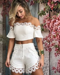 Shorts Vanilla Off White Hot Pants, White Outfits, Casual Outfits, Mein Style, Pinterest Fashion, Mode Outfits, Cute Summer Outfits, African Fashion, Casual Chic