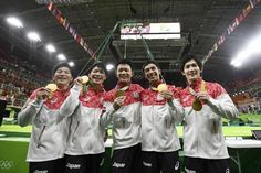 リオデジャネイロ五輪は8日、体操男子団体の決勝を行い、日本(内村航平、加藤凌平、山室光史、田中佑典、白井健三)が合計274.094点で2004年アテネ大会以来の金メダルを獲得した。予選4位通過の日本は、4種目目までトップのロシアを追う展開。しかし5種目目の鉄棒で逆転し、6種目目の床運動で差をつけた。ロシ