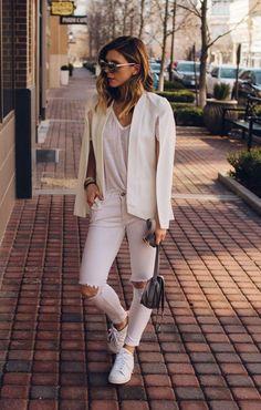 / White Blazer + V-neck Tee + Light Pink Destroyed Skinny Jeans Best Street Style, Street Style Outfits, Autumn Street Style, Street Chic, Winter Style, Street Fashion, Blazer Outfits, Sporty Outfits, White Cape Blazer