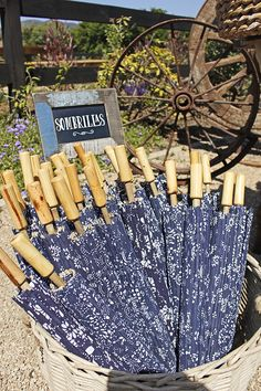 sombrillas Firewood, Home Appliances, Texture, Crafts, Umbrellas Parasols, Trends, House Appliances, Surface Finish, Woodburning
