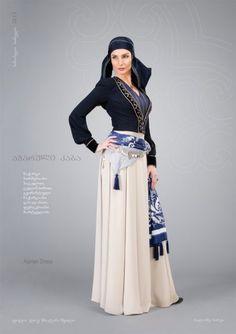 Аджарское платье. Ручная вышивка на нагрудной вставке. Узорчатый кушак с кисточками.