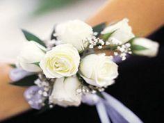 Fiestas con pulsera de flores