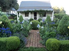 oh my...perfect little cottage and garden