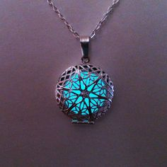 Aqua Glowing collier bijoux lumineux brille par BespokeInnaDesign