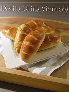 J'en reprendrai bien un bout...: Petits Pains Viennois Homemade Sandwich Bread, Sandwich Bread Recipes, Paninis, Croissants, Cooking Bread, Cooking Recipes, Vienna Bread, Confort Food, Sandwiches