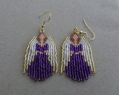 Beaded Angel Earrings in Purple delica beads. Seed Bead Earrings, Beaded Earrings, Seed Beads, Beaded Jewelry, Hoop Earrings, Beaded Christmas Ornaments, Christmas Earrings, Seed Bead Patterns, Beading Patterns