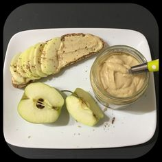 Depuis le temps que j'entends parler du beurre de pommes, j'ai sauté le pas!!! La recette est très simple ( comme toutes mes recettes hein ^^)... On pourra tartiner nos tranches de pain, nos... Homemade Peanut Butter, Salted Butter, Batch Cooking, Healthy Cooking, Beurre Vegan, Raw Food Recipes, Cooking Recipes, Flan Dessert, Compote Recipe
