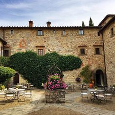 Yesterday we visited #castellodispaltenna in #Chianti. This historic property has beautifully landscaped grounds, a lovely pool and small spa. Our team enjoyed seeing the updates to the terrace rooms. #Tuscany #Hotel #LiveCelebrated #courtyard