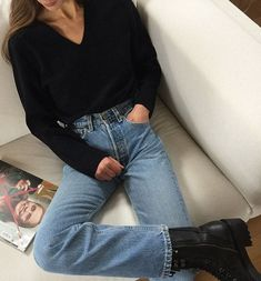 This 3-Piece Spring Outfit is Comfy and Cool — Modedamour in Black V-Neck Sweater, Levi's Jeans, and Black Combat Boots