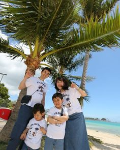 ヤシの木バックにアロハ家族写真はカイラツアーズにお任せください  #kaila_tours #カイラツアーズ #hawaii #waikiki #ハワイ #ワイキキ #ハワイ旅行 #ハワイツアー #ハワイツアー会社 #ハワイオプショナルツアー #ハワイチャーターツアー#ハワイプライベートツアー#ハワイ個人ツアー #ハワイ好き #ハワイ大好き #ハワイ好きな人と繋がりたい#ウェディング #ハワイウェディング #ウェディングフォト #海外挙式  #前撮り #後撮り #エンゲージメントフォト #ハネムーン  #プレ花嫁さんと繋がりたい #新郎新婦 #marry花嫁 Couple Photos, Couples, Couple Shots, Couple Photography, Couple, Couple Pictures