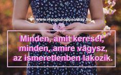Hálát adok a mai napért. Minden, amit keresel, minden, amire vágysz, az ismeretlenben lakozik. Az ismeretlen ajándék, teli meglepetésekkel, lehetőségekkel, csodákkal, a felfedezés örömével. Kincsestár, melynek a kincsei hol innen, hol onnan bukkannak elő. Így szeretlek, Élet!  Köszönöm. Szeretlek ❤️  ⚜ Ho'oponoponoWay Magyarország   ⚜ www.HooponoponoWay.hu
